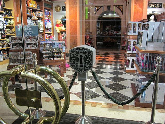 candado abrir tiendas con la llave disney store