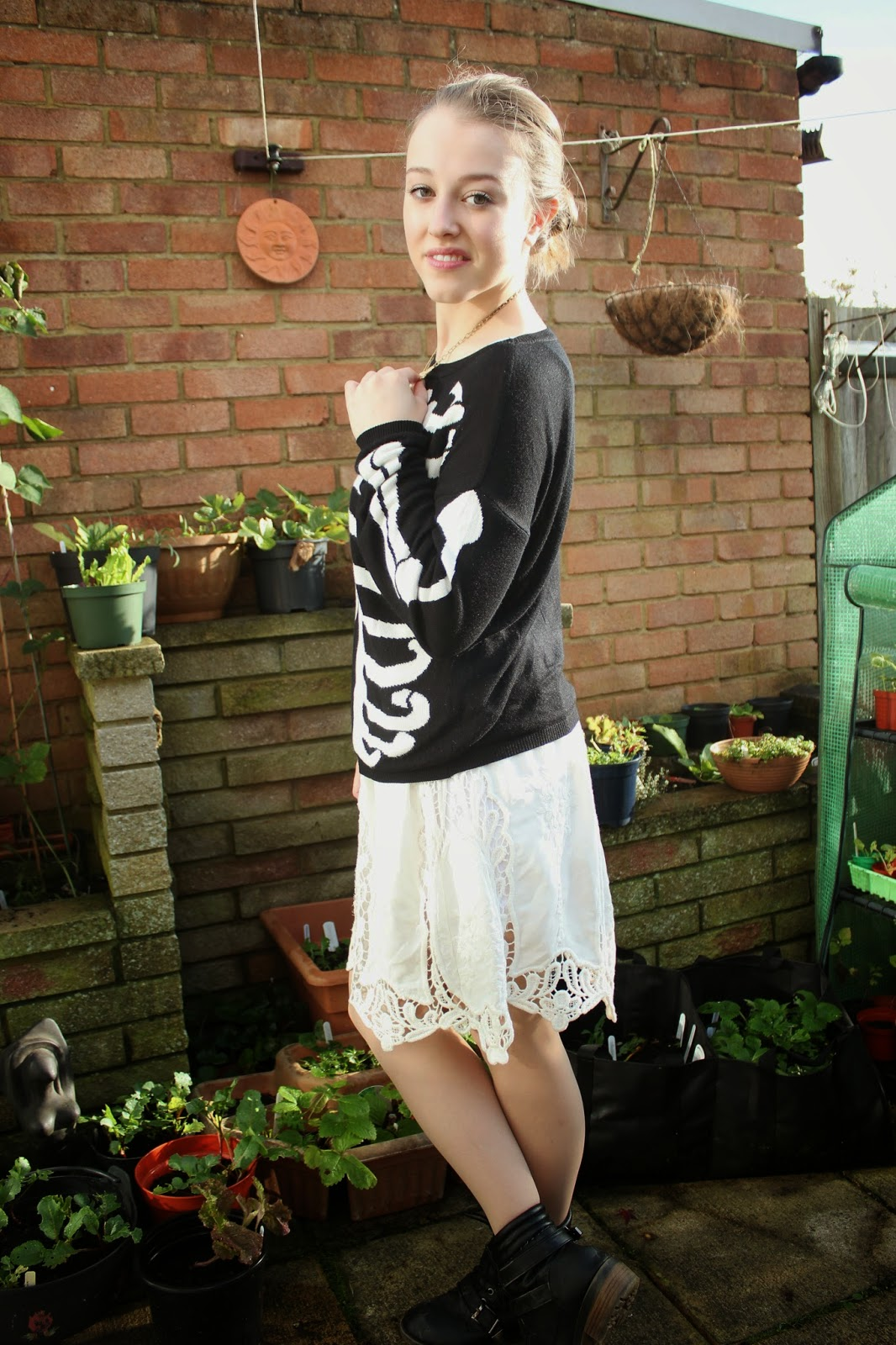 OOTD-blogger-fashion-outfit-inspiration-oasap-jumper-skeleton-lace-skirt-ukele-boots-new-look-necklace-topshop-style-clothes