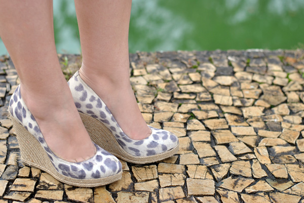 look - wedge schutz printed animal