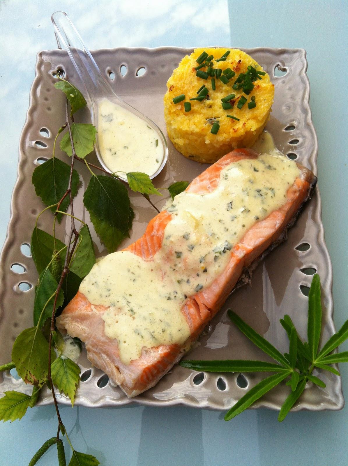 "alt=""saumon sauce basilic et polenta"""