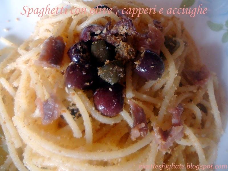 spaghetti con olive, capperi e acciughe
