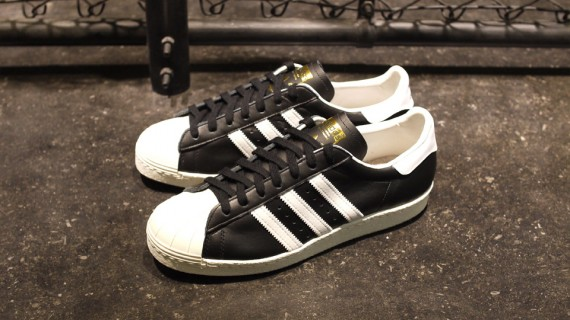 Adidas Superstar 2 Black/Grey on feet