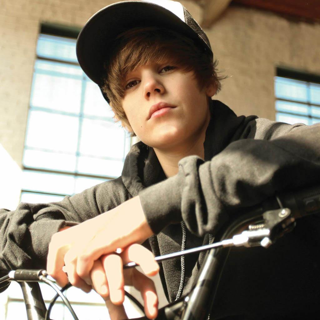 http://2.bp.blogspot.com/-OlU08i4gaEc/UPbmHO3ZhtI/AAAAAAAADQE/Mau-zglIdV0/s1600/Justin+Bieber+Wallpapers+2013+(2).jpg