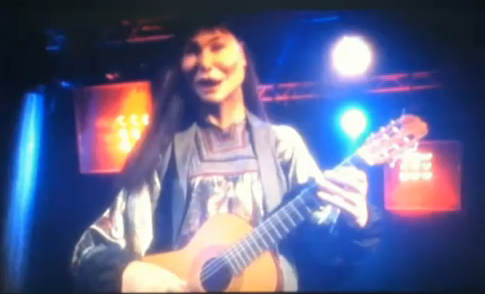 Les Guignols réalisent le clip de Douce France par Carla Bruni