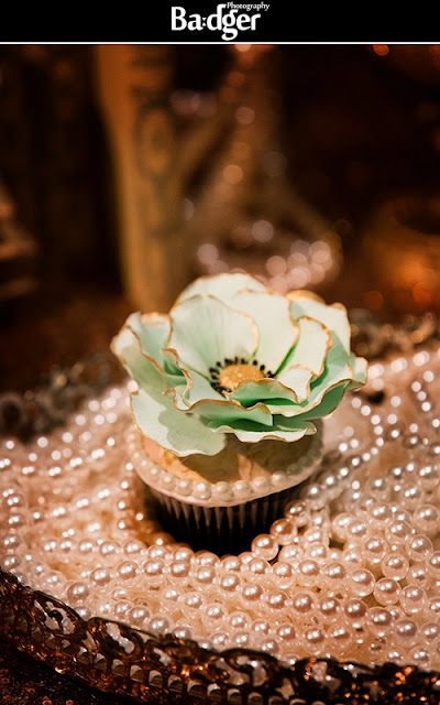 Mint and Gold Gatsby inspired cupcakes by Cupcake et Macaron Montreal