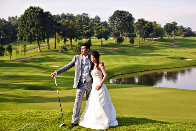 playing golf couple