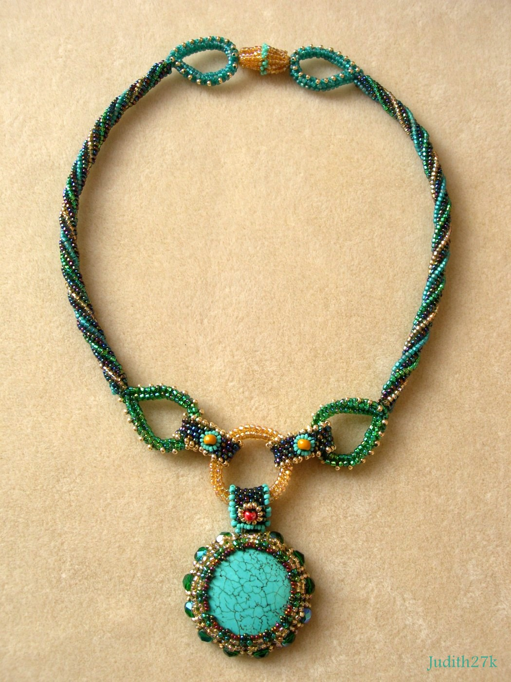 "The ""Harmonious Array""necklace"