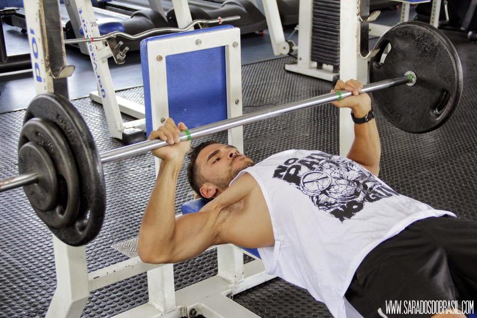 Supino reto - 4 séries de 10 repetições - 76 kg - Foto: Marcos Januário