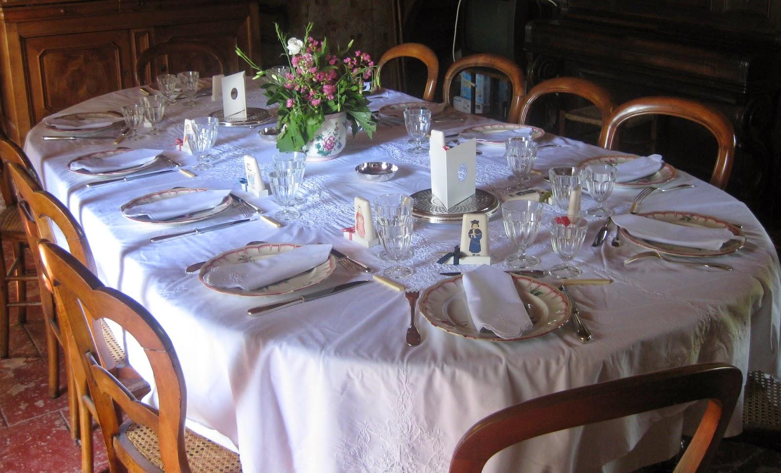Une table en rose pour un bapt me de gar on les tables for Table de bapteme garcon