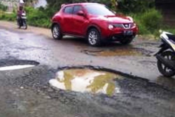 Jalan rusak. Kotabumi Lampung Utara