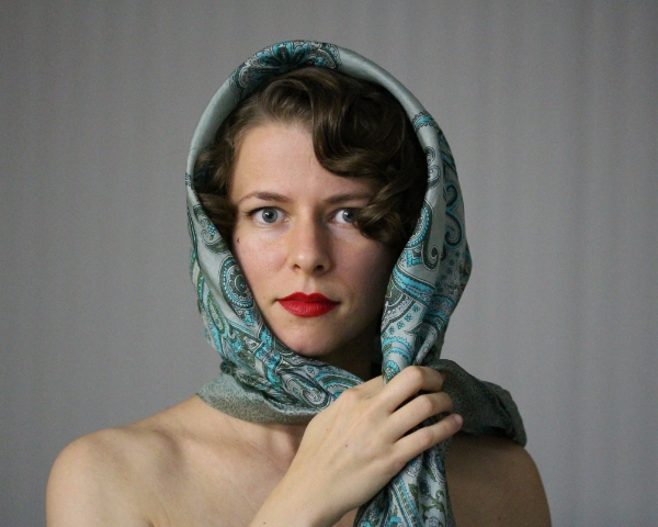 Vintage Driving Scarf Tutorial #vintage #hairstyle #hair #diy