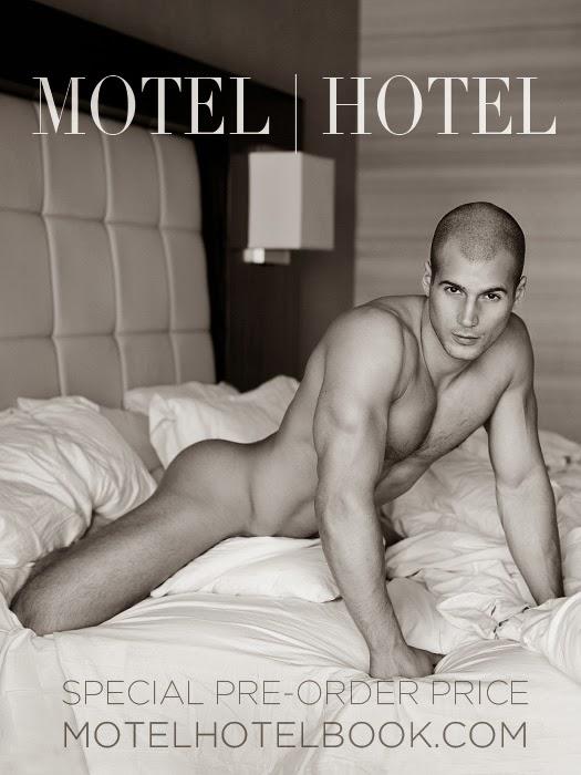Todd Sanfield nudo