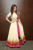 Gorgeous Heroine Raashi kanna photos-thumbnail-14