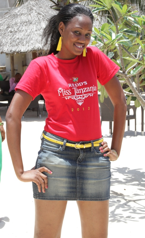 Warembo uchi warembo wa redd s miss tanzania 2012 hawa hapa mtaa kwa