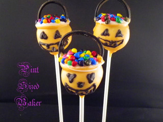 Get ready for Trick-or-Treating with these Candy Bucket Cake Pops!
