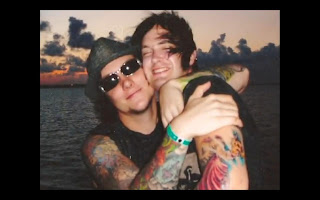Synyster Gates  lahir dengan Synyster Gates And Mckenna