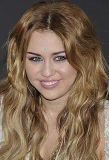 ابتسامة ميلى كروز - miley cyrus
