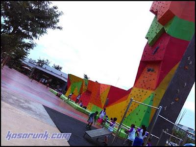 scientia Park, taman terbuka, taman bermain anak di tangsel, wall climbing
