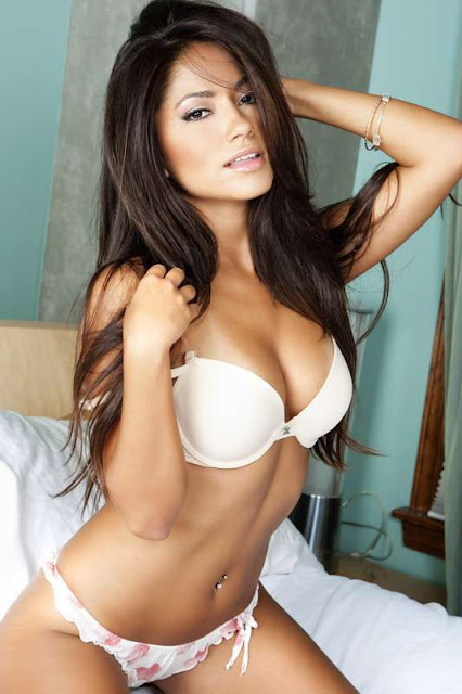 Jessica Burciaga sexy with bikini