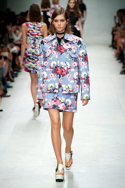 carven, guillaume-henry, carven-ss14, carven-women, juliette-lewis, drew-barrymore, liv-tyler, sportswear, paris, couture, printemps-ete, spring-summer, styliste, fashion, mode, fashion-week, paris-fashion-week, mode-a-paris, vogue, collection, womenswear, allure-chic, catwalk, du-dessin-aux-podiums, sexy, fashion-woman, mode-femme, menswear