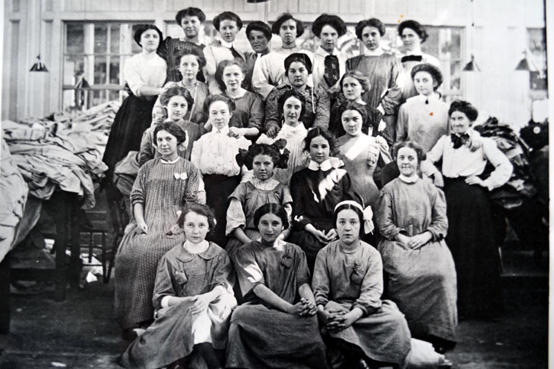 "lowell mill girls essay example The market revolution was characterized by a shift away from local or regional  ""lowell mill girls,"" ca  contributed essays and articles to pro-labor."
