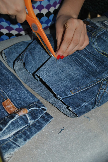 tutorial come riciclare un vecchio paio di jeans come realizzare un paio di shorts da un paio di jeans come fare i jeans strappati come realizzare i jeans effetto strappato come fare shorts strappati tutorial per fare jeans strappati tutorial per fare jeans strappati di how to make denim ripped shorts colorblock by felym fashion blog italiani fashion blogger bergamo blog di moda bergamo blogger italiane fashion blog italiani