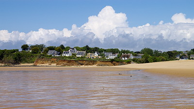Houses along the ocean in french Brittany