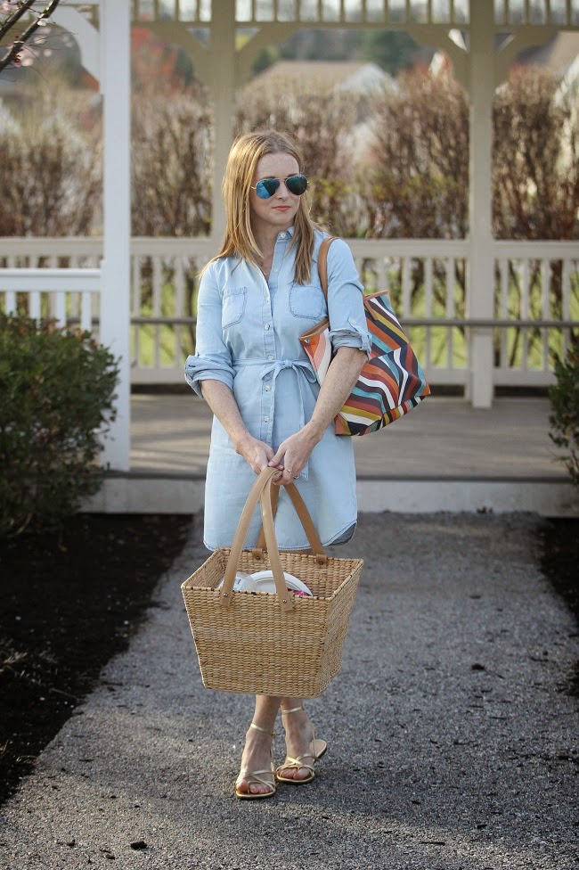 old navy chambray dress, tory burch handbag, ray ban mirrored sunglasses