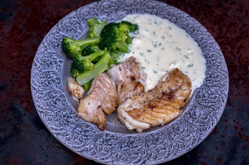 smörstekt torsk med äggsås