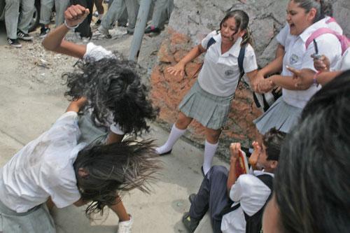 Violencia adolescente en citas en asia