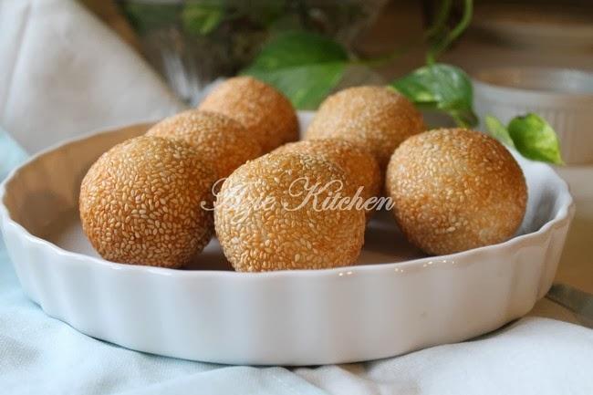 Kuih Bom Asli Berinti Kacang Hijau Azie Kitchen