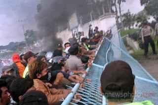 Massa OTD Proyek Waduk Jatigede Sumedang Demo Tuntut Ganti Rugi