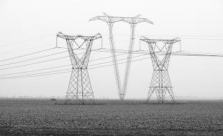 Vì sao nước Mĩ sử dụng điện áp 110 V?