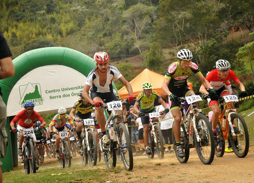 Competidores pedalam em meio à natureza do Campus Quinta do Paraíso do UNIFESO Teresópolis