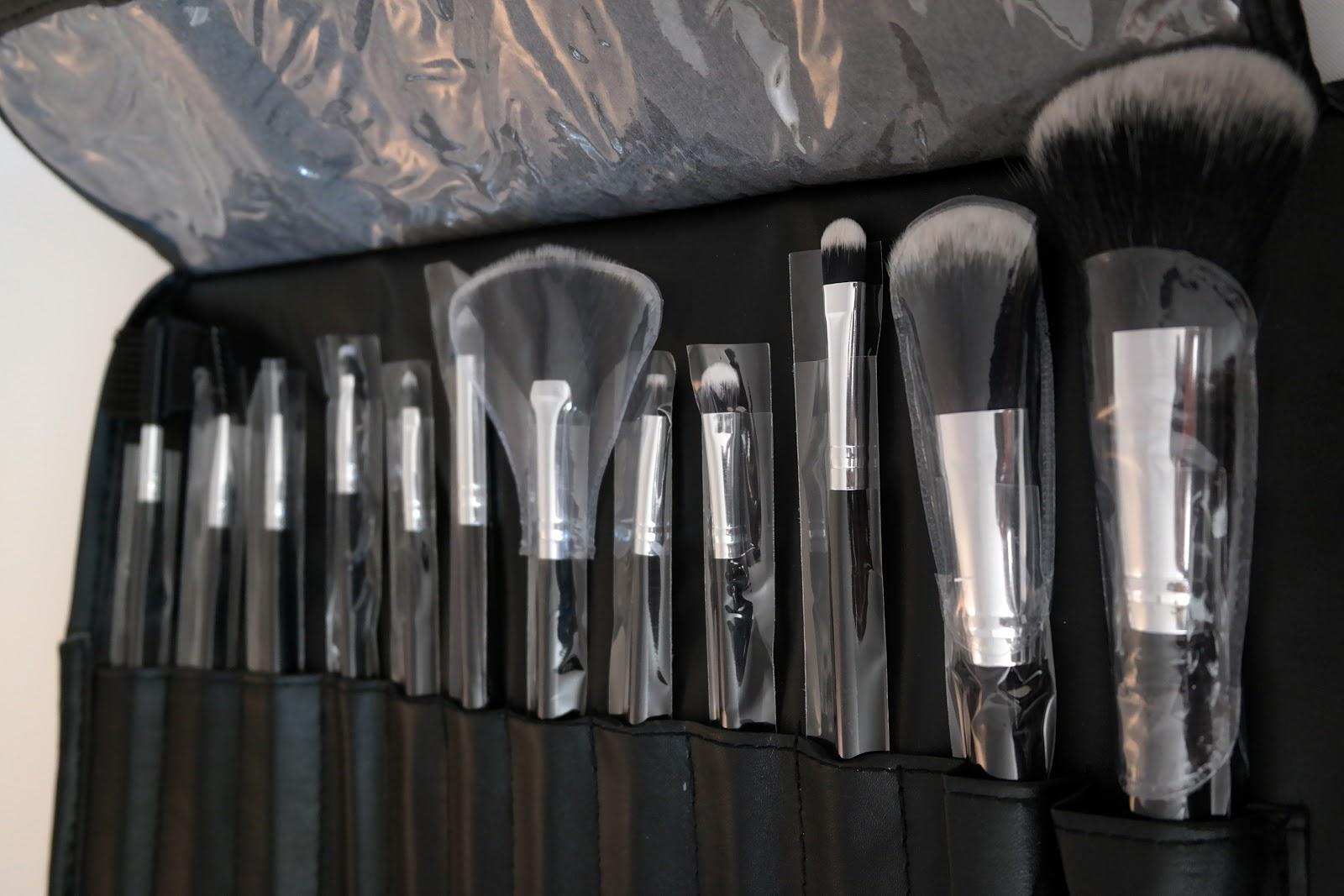bh cosmetics 12 teiliges pinsel set classic test und liebe. Black Bedroom Furniture Sets. Home Design Ideas