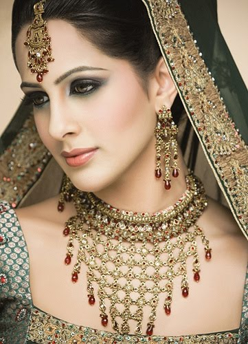 Pakistani bridal dresses 2010pakistani bridal make uppakistani bridal wear