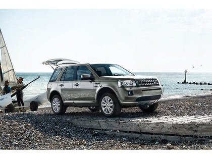 car in Land Rover Freelander 2 2013