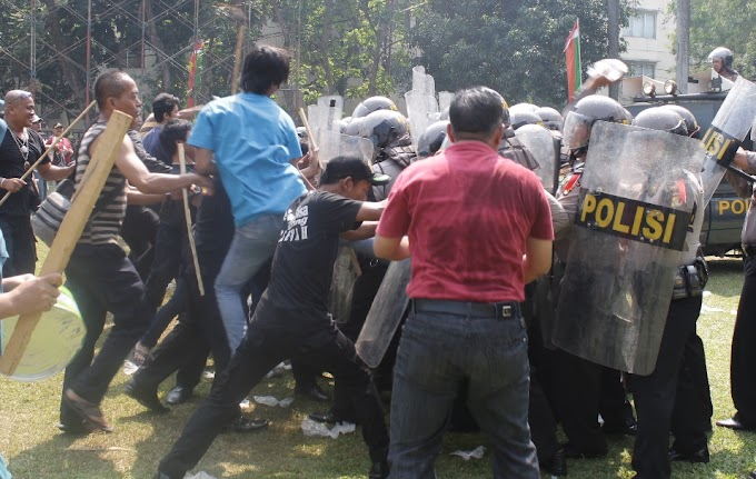 Masa Pendukung Calon Walikota Ngamuk di Balaikota Depok