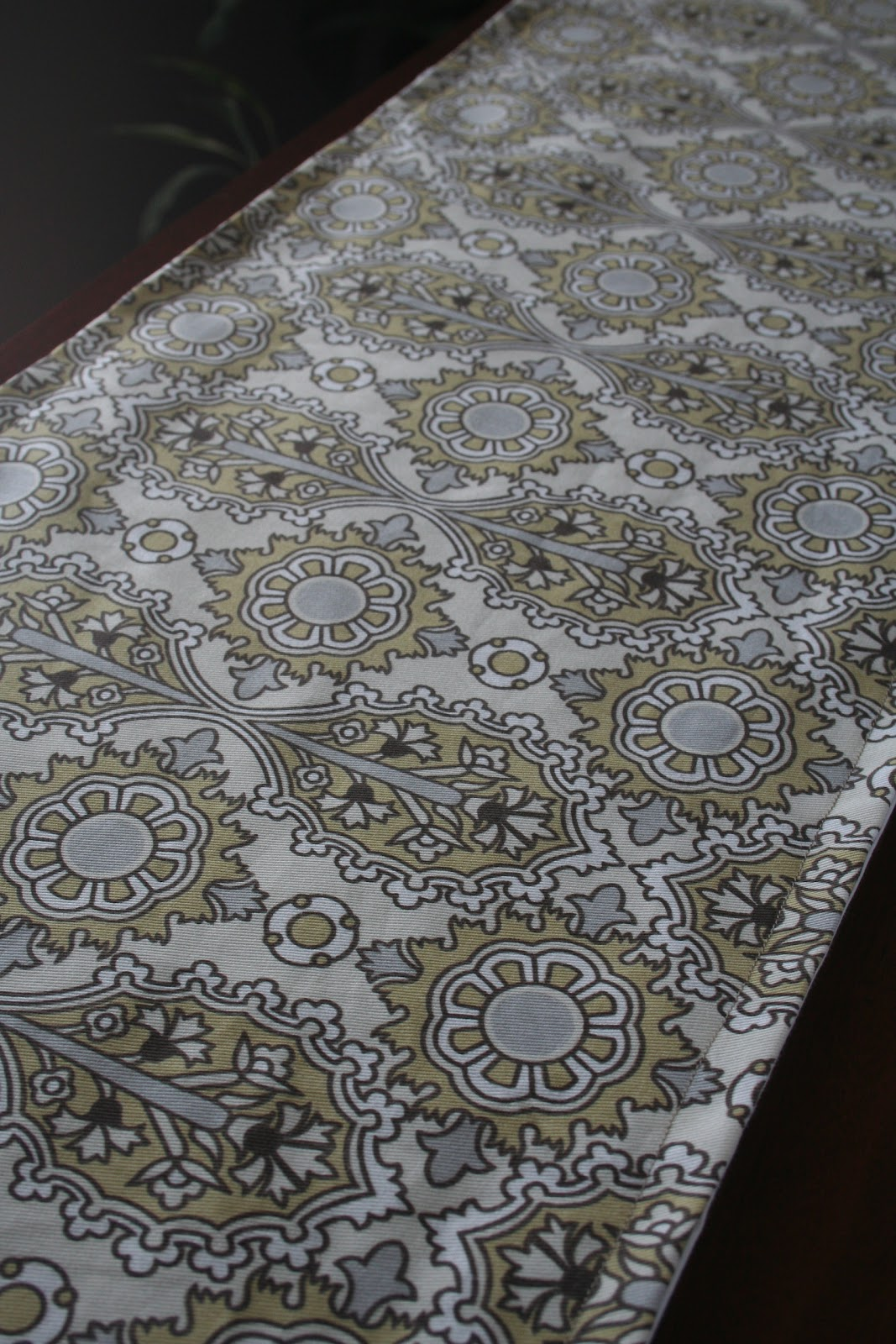 Foyer Table Runner : Pretty parsonage entryway table runner