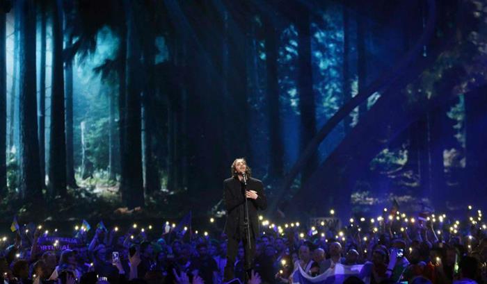 """13-05-2017 - """"Amar pelos Dois"""" - Salvador Sobral Vence Festival Eurovisão da Canção"""