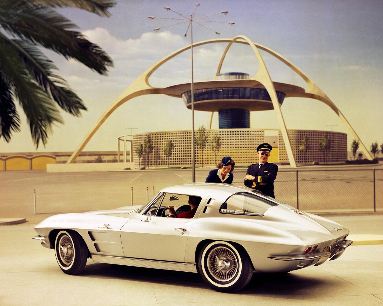 http://2.bp.blogspot.com/-Opi0Aj_RQOk/Ti_OzpccypI/AAAAAAAAJXE/5ElmCYS1r9s/s1600/Corvette_Sting_Ray_1963_LAX_Theme_Building.jpg