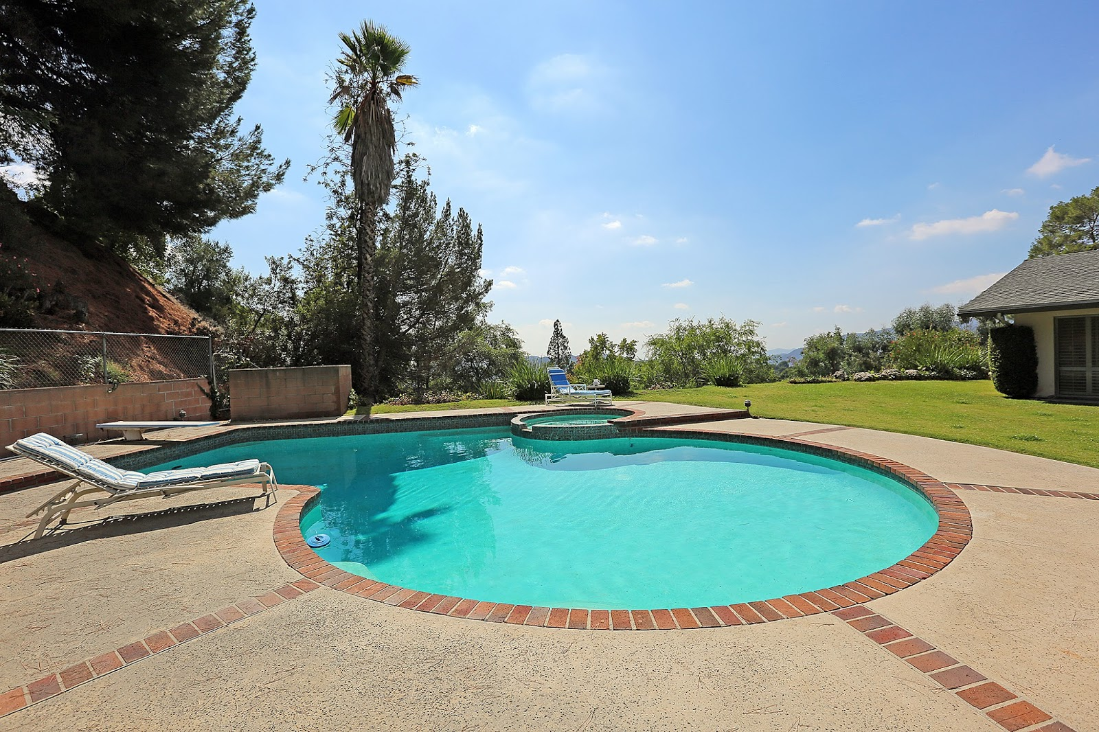 ... Pool/spa, Covered Patio, And Large Flat Grassy Area With Gorgeous  Mountain And City Views. Connected To Sewers On Bond. Award Winning La  Cañada Schools.