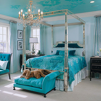 The bold and the beautiful strutting with peacock for Southern bedroom designs