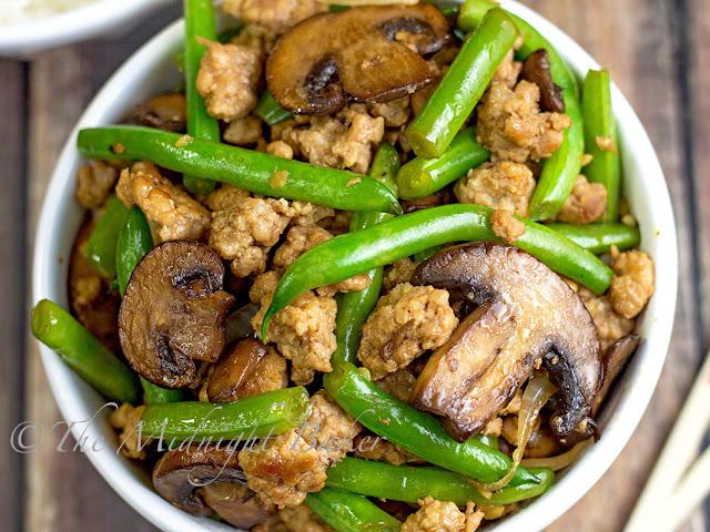 Pork with Caramelized Mushrooms & Green Beans | bakeatmidnite.com | #pork #greenbeans #healthy #recipe
