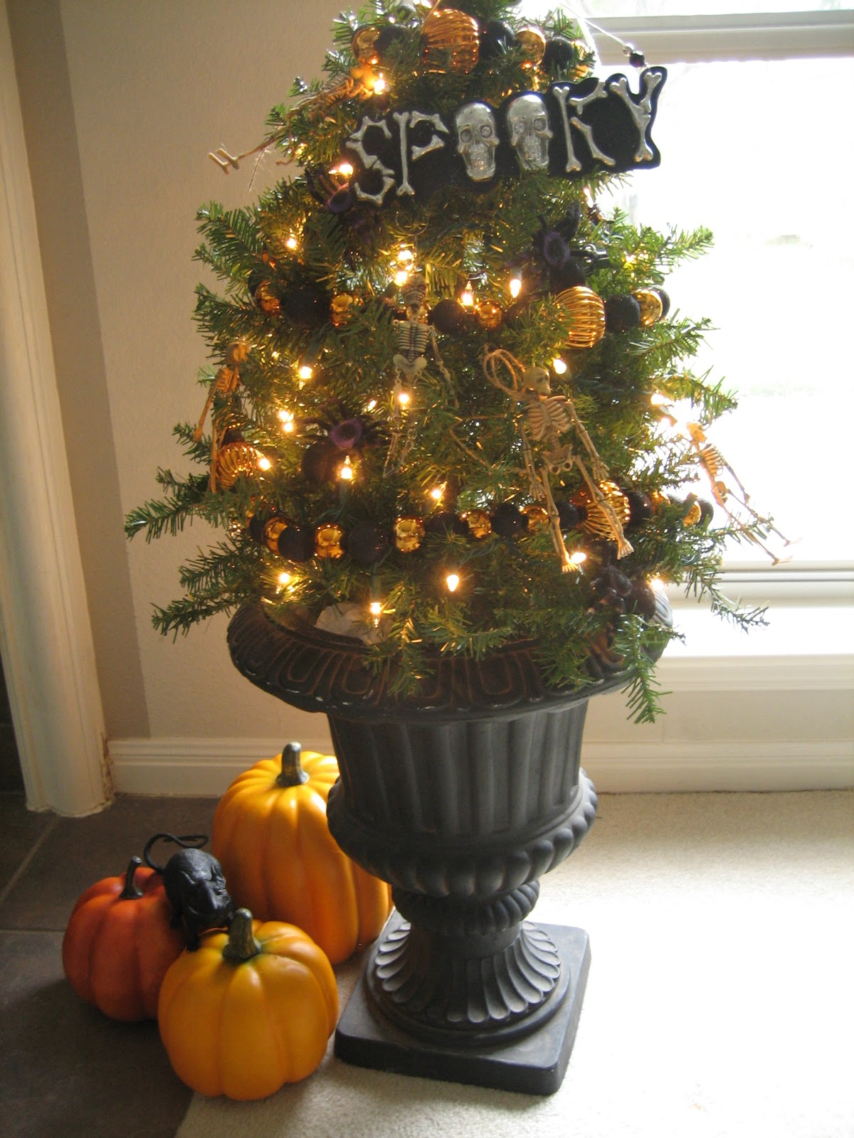 Halloween tree ornaments - My Kids Think The Halloween Tree Is A Little Unusual The Word Odd Was Used But I Really Like It Especially At Night Possibly A New Halloween