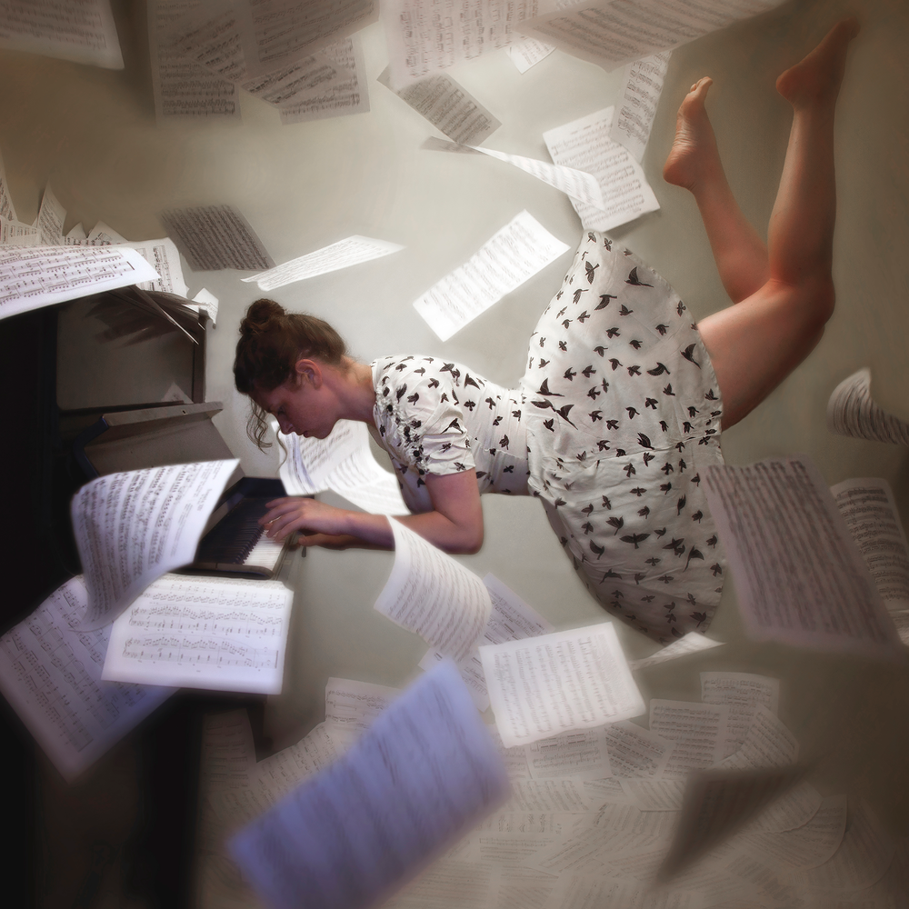 25-Piano-Jenna-Martin-Surreal-Photographs-with-Underwater-Shots-www-designstack-co