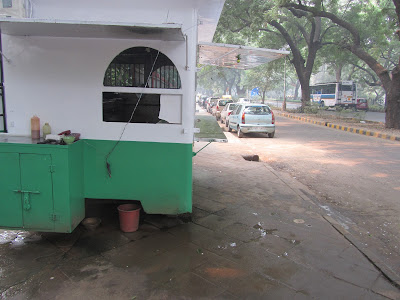 Picture of road side eatery blocking the pedestrian pathway