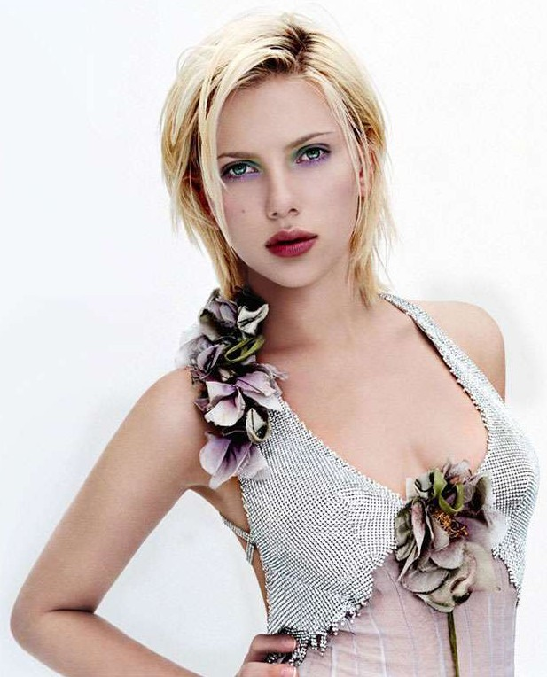 scarlett johansson hairstyles. Scarlett Johansson Height:
