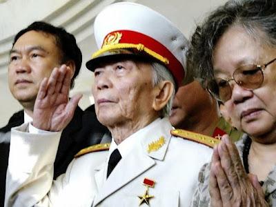 http://2.bp.blogspot.com/-OrLcgepvl88/UmRsiqBybKI/AAAAAAAAhrA/CB1k4E5Zfhs/s1600/Vo+Nguyen+Giap.jpg