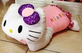 Boneka hello kitty tidur jumbo pita ungu
